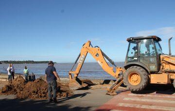 Anchieta faz obra de recuperação do muro e calçadão da Praia Central