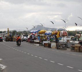 Peixeiros vão para local provisório e devem deixar a orla do canal até às 22h de hoje