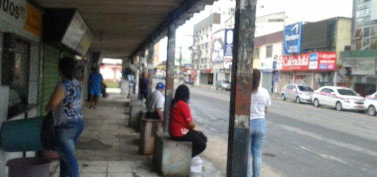 Passageiros reclamam da demora e da falta de ônibus para a Praia do Morro em Guarapari
