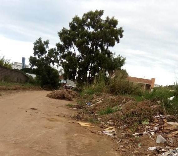 Terrenos viram depósito de lixo e entulho em Meaípe, Guarapari