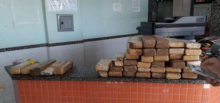 43 kg de maconha são apreendidos em ônibus no trevo de Guarapari