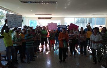 Solicitando melhorias para o interior de Guarapari, produtores rurais ocuparam a prefeitura nesta manhã