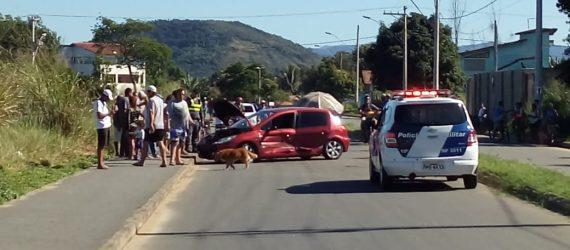 Acidente envolvendo dois carros deixa senhor em estado grave em avenida de Meaípe