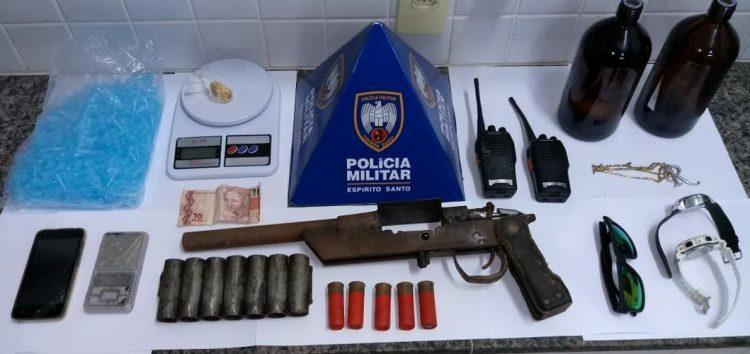 Polícia apreende arma e materiais utilizados na venda de drogas em Guarapari