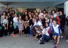 Escola de Anchieta recebe universitários do Texas