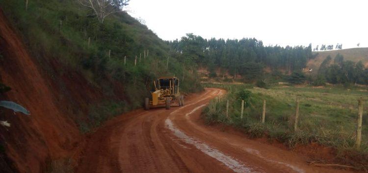 Prefeitura faz melhorias em estradas do interior de Anchieta