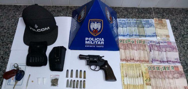Homem detido com arma e drogas em Guarapari