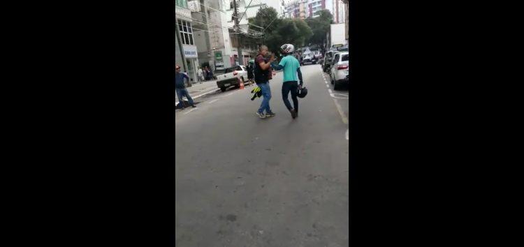 Discussão entre supervisor de trânsito e motoboy termina com agressões em Guarapari