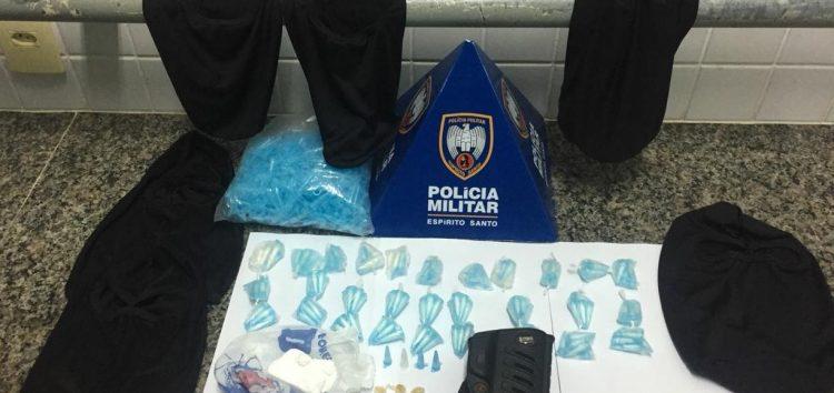 Polícia prende traficantes vendendo cocaína no bairro Jabaraí