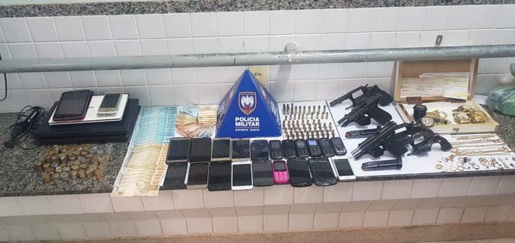 Polícia apreende armas e 11 pessoas são detidas em área rural de Guarapari