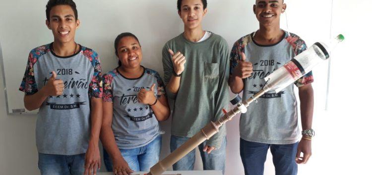 """Estudantes de Guarapari fazem """"vaquinha"""" para irem ao Rio em competição de foguetes"""