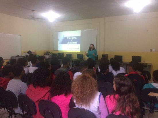 Puberdade e abuso sexual são temas de palestra para estudantes em Guarapari