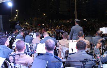 Concerto com músicos da Polícia Militar e do Exército emociona o público em Guarapari