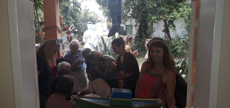Espaço democrático no atelier da artista plástica Izabel Vidal em Guarapari