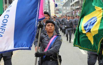 Guarapari vibra com desfile da Independência na Praia do Morro