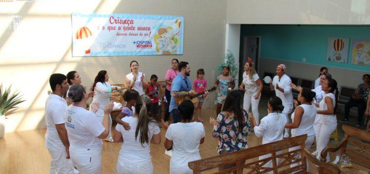 Musicalização infantil encanta crianças no HFA durante semana comemorativa em Guarapari