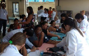Cerca de mil atendimentos foram realizados na ação social da escola Lyra Ribeiro em Guarapari