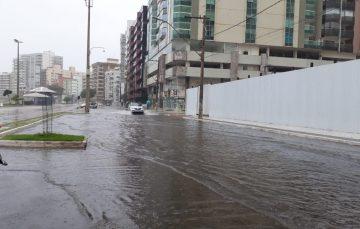 Chuva deixa Guarapari com pontos de alagamentos e em observação