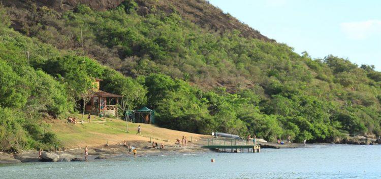 Suspensa cobrança para acesso à trilha no Morro da Pescaria em Guarapari