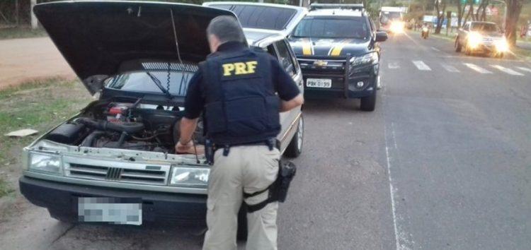 PRF recupera carro roubado durante fiscalização em Guarapari
