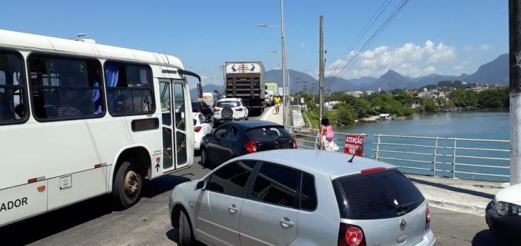 Motoristas reclamam de trânsito lento em Guarapari