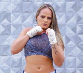 Lutadora de MMA ensina técnicas de defesa pessoal para mulheres em Guarapari