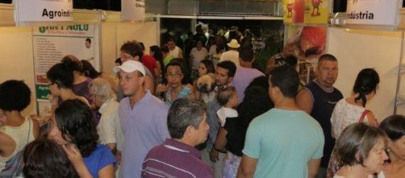 Feinartg começa hoje (30), em Guarapari, com apresentação de Escola de Samba