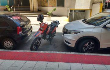 Urgente: Regulamentar o estacionamento de motos