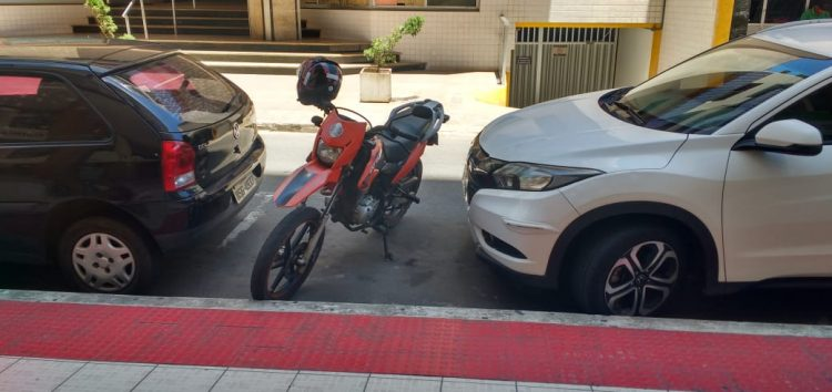 Urgente: Regulamentar o estacionamento de motos