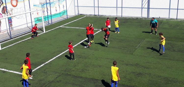 Creche Alegria inaugura campo de futebol em Guarapari
