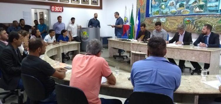 Sessão da Câmara teve polícia, plenário cheio e palavras de ordem em Guarapari