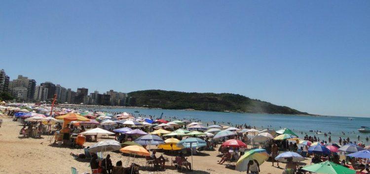 Segunda quinzena de Janeiro começa com praias cheias em Guarapari