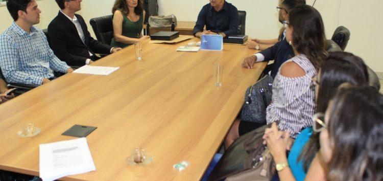 Prefeito de Guarapari discute sobre obras do Hospital que estão paralisadas há meses