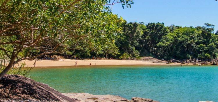 Conheça as belezas escondidas nas praias de Anchieta