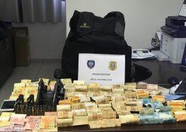 PM e Polícia Civil encontram armas, dinheiro e munição em Iriri