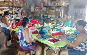 Escola de Samba de Olaria leva brincadeiras de criança para as ruas de Guarapari