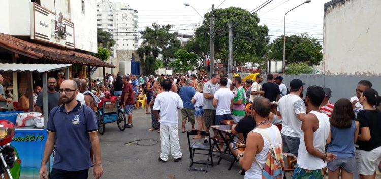 Bloco Boca de Siri leva folia pelas ruas de Itapebussu em Guarapari