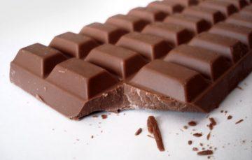 Moradora de Guarapari encontra larva em chocolate e ganha indenização de R$ 5 mil