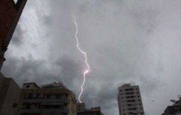 Chuva forte e tempestade de raios podem atingir Guarapari e outros municípios do ES