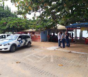 Fiscalização em Praia de Setiba começa com notificação e recolhimento de churrasqueiras em Guarapari