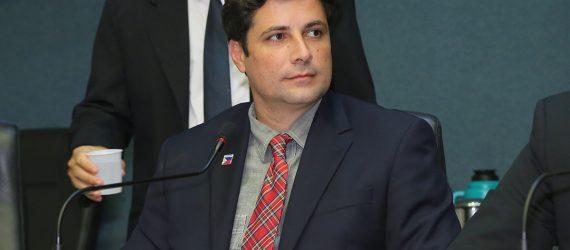 Deputado de Guarapari sugere projetos com atenção à criança e ao adolescente