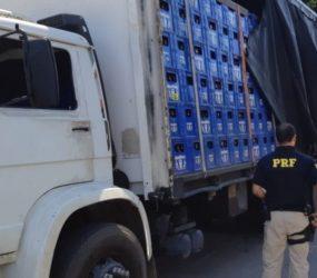 PRF apreende carga de cerveja em Guarapari