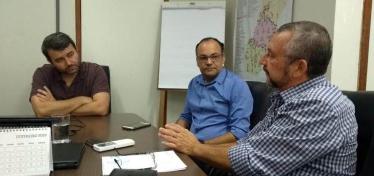Dr. Rogério Zanon e Gedson Merízio participam de reunião com secretário Estadual de Saúde