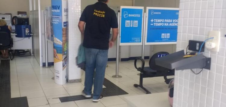 Banco é notificado por Procon de Guarapari após impedir consumidor de fazer depósito