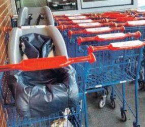 Cliente se queixa de falta de carrinho com cadeirinha para bebê em supermercado de Guarapari