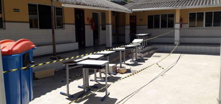 Estrutura de telhado cai e aulas são suspensas em Guarapari