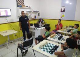 Academia de xadrez oferece bolsas para alunos da rede municipal em Guarapari