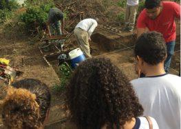 Em visita a sítio arqueológico, alunos do município conhecem patrimônio histórico de Guarapari