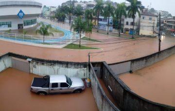 Chuvas: Guarapari registra dezenas de pontos de alagamento; Defesa Civil do ES emite alerta para município