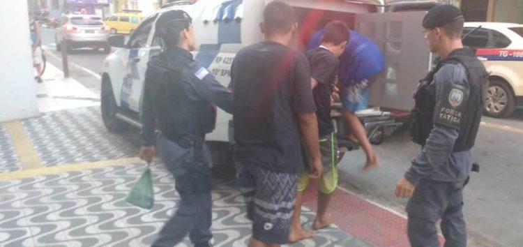 PM detém indivíduos por tráfico de drogas em operação no Centro de Guarapari